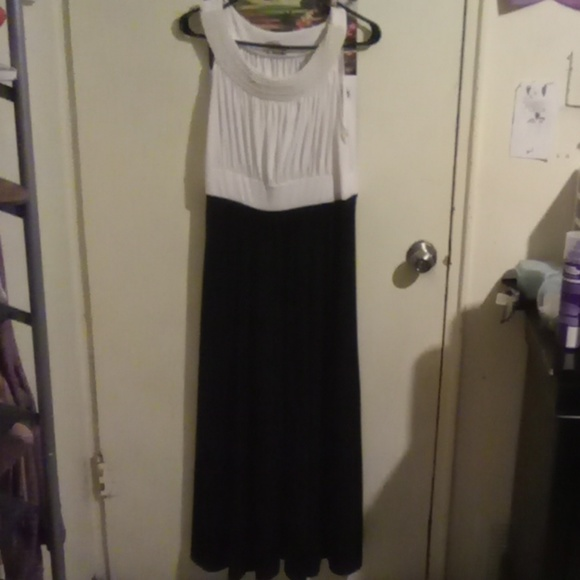 Haani Dresses & Skirts - White and black formal long dress *worn once*